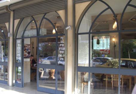 אבו חסן, המסעדה