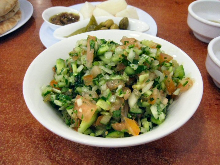 סלט ירקות אצל אבו ג'מיל